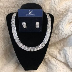 💎 Swarovski Crystal Necklace &matching Earrings